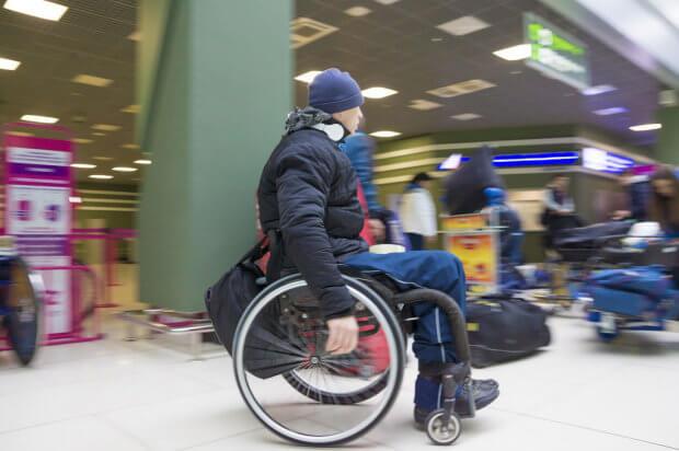 Подорожуємо світом без перешкод. аеропорт, літак, обмеженими можливостями, пасажир, перевезення