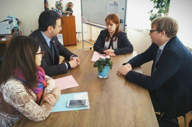 """В Мінсоцполітики триває реалізація проекту TWINNING «Підтримка органів влади України в розробці законодавчих та адміністративних засад для запровадження системи раннього втручання та реабілітації дітей з інвалідністю і дітей, які мають ризик отримати інвалідність"""". проект twinning, зустріч, раннє втручання, реалізація, інвалідність"""