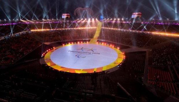 Пхьончхан-2018 передав паралімпійську естафету Пекіну-2022. паралімпіада-2018, паралімпійські ігри, закриття, медаль, спортсмен, building, indoor, arena, candle, ice skating, lit. A birthday cake with lit candles