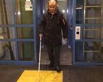 Громадський транспорт у Німеччині: рух без перешкод для людей з інвалідністю (ВІДЕО). німеччина, зручність, пересування, транспорт, інвалідність, floor, door, indoor, standing, clothing, yellow, jacket, coat, person, trousers. A man standing in front of a door