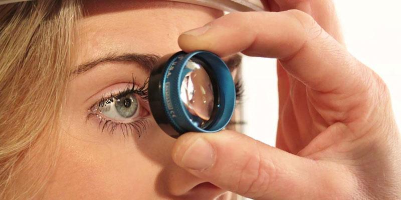 6 березня — Всесвітній день боротьби з глаукомою. глаукома, захворювання, лікування, сліпота, хвороба, person, cosmetics, close-up, hand, eyelash, eyes, close. A close up of a hand