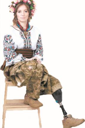 Боєць із Вінниці, яка втратила ногу під Авдіївкою, перемогла у конкурсі краси. miss military fantasy, ольга бенда, переможниця, поранення, протез, person. A person posing for the camera