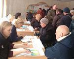 Понад півсотні осіб з інвалідністю відвідали ярмарок вакансій у Кропивницькому. кропивницький, працевлаштування, центр зайнятості, ярмарок вакансій, інвалідність, person, clothing, indoor, human face, man, people, group, crowd. A group of people sitting at a table