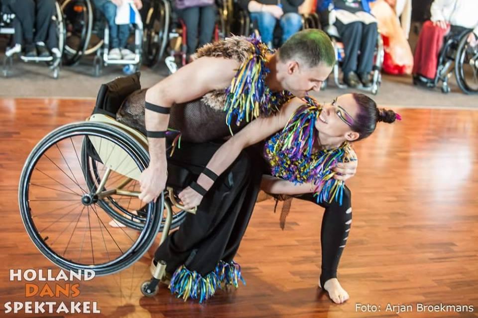 Українські танцюристи на візках стали першими на міжнародному турнірі в Голландії. паралімпійська збірна, перемога, танцюрист, танці на візках, турнір, person, floor, dance, clothing, bicycle. A person sitting on a bicycle