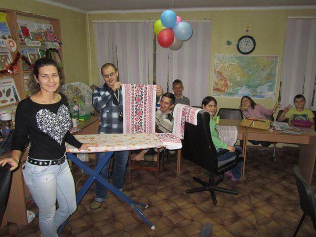 Товариство інвалідів допомагає переселенцям. го ніжність, горішні плавні, переселенец, інвалідність, інтеграція