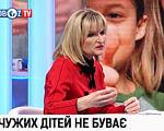 В Україні нададуть підтримку батькам дітей з інвалідністю. ірина луценко, відпустка, грошова допомога, підтримка, інвалідність, person, human face, clothing, smile, screenshot, girl, woman. A little girl sitting on a table