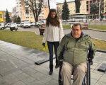 Чи адаптований Луцьк для людей з інвалідністю – експеримент від журналістів (ВІДЕО). валерій бакаєвич, луцьк, експеримент, інвалід-візочник, інвалідність, outdoor, person, ground, jacket, clothing, coat, jeans, trousers, woman, smile. A man and a woman standing on a sidewalk