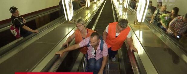Киевский метрополитен нарушил права человека. киев, военизированная охрана, инвалидная коляска, метрополітен, поездка