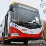 Водители двух одесских троллейбусов отказались брать пассажира на коляске: теперь они будут убирать территорию депо (ВИДЕО)
