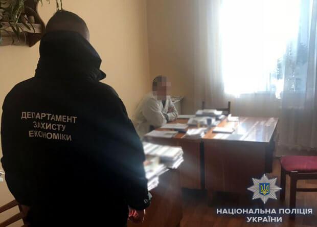 Поліція викрила двох медиків, які вимагали хабарі за оформлення груп інвалідності. вимагання, медик, неправомірна вигода, хабар, інвалідність