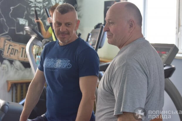Чорний гумор, легка музика і важкі штанги: як у Луцьку тренуються спортсмени з НЕобмеженими можливостями. луцьк, пауерліфтинг, спортсмен, тренування, інвалідність