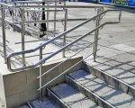 Харьковчане просят чиновников оснастить ступени и лестницы в городе перилами для людей с ограниченными возможностями. харьков, инвалидность, лестница, перила, петиция, ground, railing, rail, outdoor, stairs, metal, step, stair, set. A man riding on the back of a metal rail