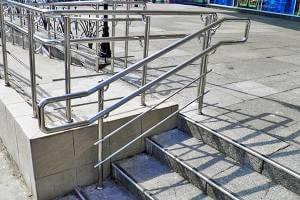 Харьковчане просят чиновников оснастить ступени и лестницы в городе перилами для людей с ограниченными возможностями. харьков, инвалидность, лестница, перила, петиция