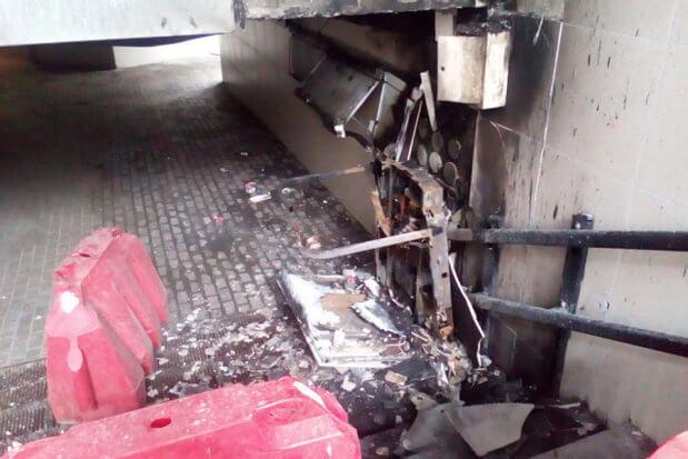 В Киеве жгут подъемники для инвалидов. киев, инвалидность, поджог, подземный переход, подъёмник