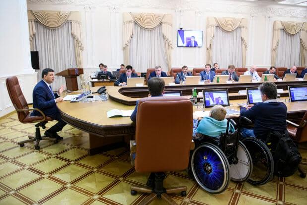 В регіональні програми розвитку треба внести пункт про виконання потреб людей з обмеженими можливостями і ввести посади уповноважених з цих питань, – Володимир Гройсман. володимир гройсман, уповноважений, посада, інвалідність, інтеграція