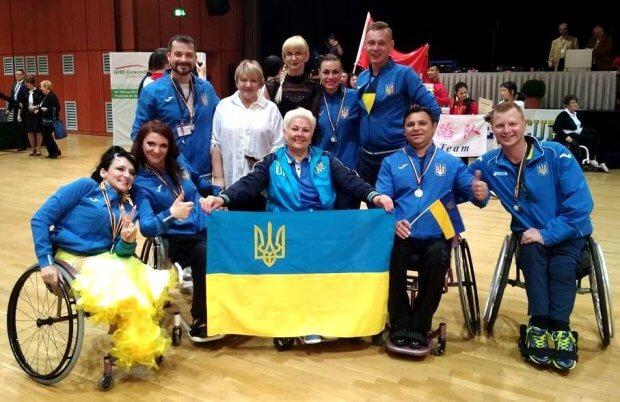 Українські танцюристи на візках повертаються додому з яскравою перемогою. міжнародний турнір, візок, команда, паралімпійська збірна, спортивні танці