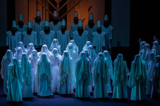 """Національна опера України долучилася до соціальної ініціативи """"Коли тиша заговорила"""". національна опера україни, адаптація, нечуючий, порушення слуху, соціальна ініціатива, dress, wedding dress, decorated, colored, several"""