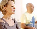 27 травня — Міжнародний День розсіяного склерозу. захворювання, розсіяний склероз, хвороба, інвалідність, інформування, person, human face, indoor, woman, wall, clothing, smile. A woman looking at the camera