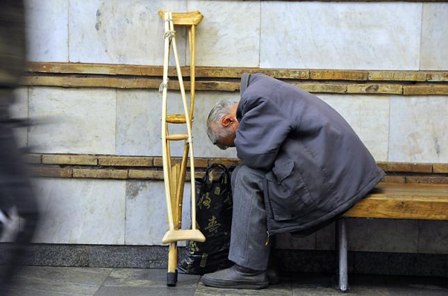 Невиїзні. київ, проїзд, пільга, транспорт, інвалідність, building, person, clothing, footwear, furniture, chair, ladder. A man sitting on a bench