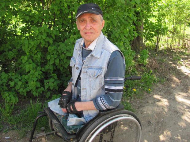 «На цьому світі мене тримає родина»: зворушлива історія чернівчанина, що втратив дві ноги і переніс 25 операцій. захворювання, ноги, операція, підтримка, інвалідний візок