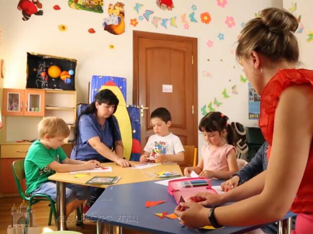 Як у Дрогобичі допомагають соціалізуватися молодим людям з особливими потребами. дрогобич, допомога, соціалізація, центр дозвілля дивовижні долоні, інвалідність