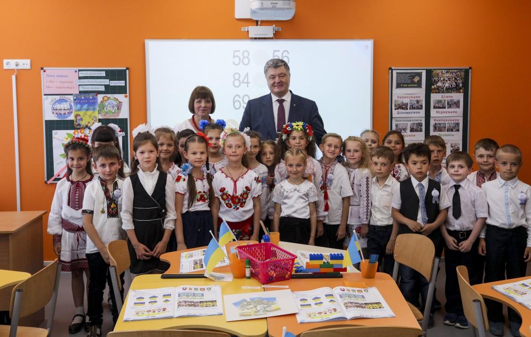 Ми разом відкриваємо світ щастя і світ спілкування – Президент про інклюзивну освіту в новій школі на Дніпропетровщині