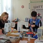 Людей с инвалидностью учат шить модную одежду (ФОТО)