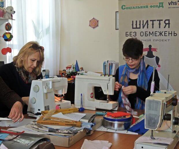 Людей с инвалидностью учат шить модную одежду. мелітополь, инвалидность, обучение, проект шитье без ограничений, самозанятость