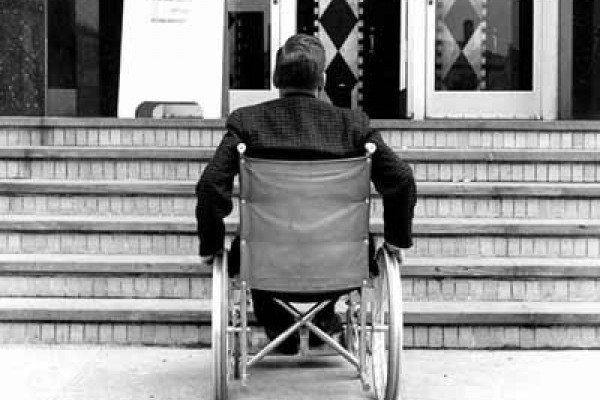 Мінрегіон пропонує позбавляти сертифікатів проектантів і експертні організації за порушення норм доступності для людей з інвалідністю