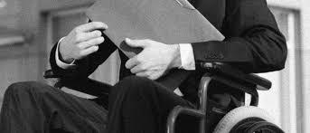 «Розумне пристосування» для людей з інвалідністю по-українськи. конвенція оон, доступ, забезпечення, розумне пристосування, інвалідність, person, black and white, indoor, clothing, man. A person sitting in a chair