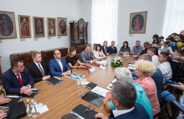 Тернопільська область долучилася до проекту Марини Порошенко по впровадженню інклюзивної освіти. марина порошенко, тернопільщина, меморандум, особливими освітніми потребами, інклюзивна освіта