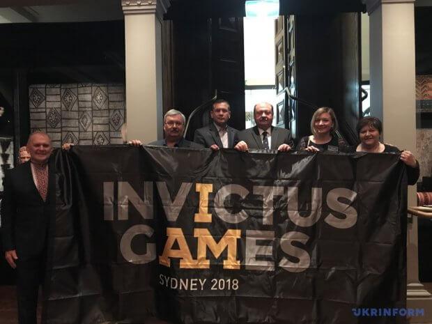 Українській делегації у Сіднеї передали офіційний прапор Invictus Games 2018. invictus games, ігри нескорених, сідней, змагання, прапор