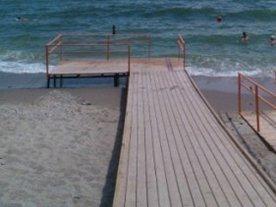 Городские пляжи для людей с инвалидностью готовы к работе. одесса, инвалидность, море, отдых, пляж, ground, outdoor, water, lake, beach, ocean, sky, sea, sand, ship. A beach with a pier in front of a body of water