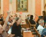 Общественность Одессы поддержала идею переименования улицы Заславского в честь Бориса Литвака. борис литвак, одесса, переименование, слушание, улица, person, clothing, people, group, man, older, meal, restaurant, crowd. A group of people sitting at a table