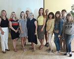 У Тернополі відбувся семінар на тему «Незалежне життя: ресурси та послуги для сімей, які виховують дітей та молодь з інвалідністю». тернопіль, забезпечення, обговорення, семінар, інвалідність, person, floor, smile, dress, posing, group, clothing, indoor, woman, wall. A group of people posing for a photo