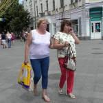 «Світ на дотик» у Житомирі: заступники мера навпомацки пройшлися містом із незрячими інструкторами (ФОТО, ВІДЕО)