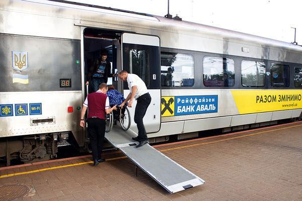 Омелян рассказал, когда УЗ запустит онлайн-продажу билетов для людей с инвалидностью