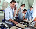 Працівник-інвалід може піти у щорічну відпустку не відпрацювавши перших шість місяців. відпустка, працівник, підприємство, робота, інвалід, person, man, clothing, computer. A man with a bicycle in front of a laptop