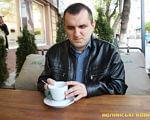 «Кинь собі виклик – живи повноцінно!» – луцький активіст про інвалідність (ВІДЕО). віталій ткачук, активіст, відмінність, суспільство, інвалідність, table, coffee, cup, tableware, coffee cup, person, saucer, mug, drink, breakfast. A man sitting at a table with a cup of coffee