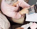 Стало відомо, чи буде при виході на пенсію за віком зараховано у страховий стаж період перебування на пенсії по інвалідності. вік, пенсійне страхування, пенсія, страховий стаж, інвалідність, person, indoor, newspaper, book, handwriting, guitar. A person holding a guitar