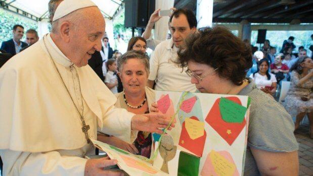 Несподіваний візит Папи до фундації, що опікується особами з інвалідністю. папа франциск, автономність, візит, проект, інвалідність