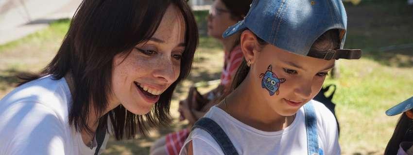 Пісні, танці й поліцейська машина: в Києві влаштували фестиваль для дітей із інвалідністю