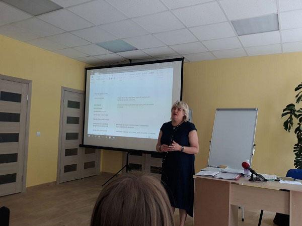 У Тернополі відбувся семінар на тему «Незалежне життя: ресурси та послуги для сімей, які виховують дітей та молодь з інвалідністю». тернопіль, забезпечення, обговорення, семінар, інвалідність