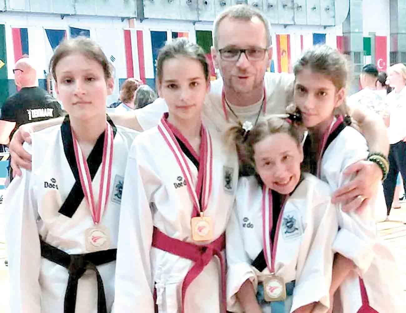 Дві золоті і дві срібні медалі здобули в Австрії спортсменки з ДЦП із Ладижина