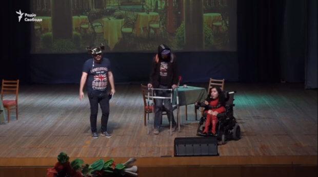 У Запоріжжі представили інклюзивний спектакль на підтримку онкохворого актора (ВІДЕО) ЗАПОРІЖЖЯ АКТОР ПОСТАНОВКА СПЕКТАКЛЬ ІНВАЛІДНІСТЬ