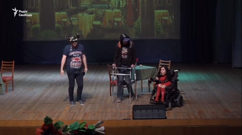 У Запоріжжі представили інклюзивний спектакль на підтримку онкохворого актора (ВІДЕО)