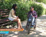 Як правильно казати: людина з інвалідністю, особливими потребами чи інвалід (ВІДЕО). тернопільщина, особливими потребами, термінологія, інвалід, інвалідність, outdoor, bench, tree, sitting, park, ground, person, clothing, wheelchair, wheel. A woman sitting on a park bench