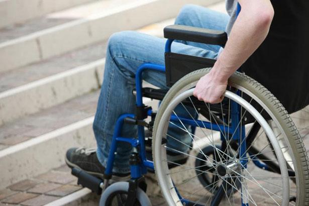Половина бюджетных учреждений Бердянска недоступна для инвалидов, а с перевозками – вообще большая проблема. бердянськ, доступность, инвалид, инвентаризация, пандус, bicycle, wheel, bicycle wheel, person, furniture, outdoor, tire, seat, chair, land vehicle. A person sitting on a bicycle seat