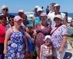 Літній відпочинок молоді з особливими потребами. вараш, асоціація надія, відпочинок, море, санаторій, person, sky, clothing, outdoor, smile, woman, sunglasses, human face, people, man. A group of people standing in front of a crowd