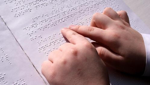 Батьки незрячих дітей об'єднуються в клуб «Кому вперед». львів, оксана потимко, клуб кому вперед, незрячий, створення, hand, handwriting, nail, finger, document. A close up of a piece of paper